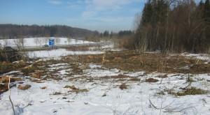 Der straßenbegleitende Weg verliefe östlich der Umfahrung (im Bild rechts)