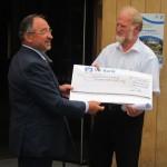 Landrad Karl Roth und Bürgermeister Michael Muther bei der Preisverleihung