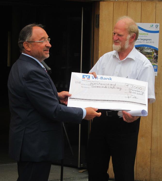 Landrat Karl Roth und Bürgermeister Michael Muther bei der Preisverleihung